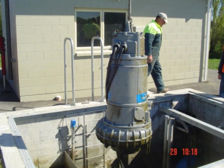 Removing a pump for maintenance
